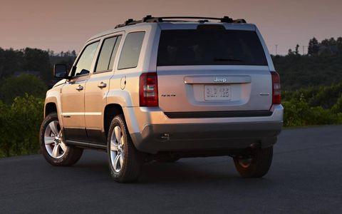 Tire, Motor vehicle, Wheel, Automotive tire, Mode of transport, Automotive tail & brake light, Vehicle, Automotive exterior, Infrastructure, Rim,