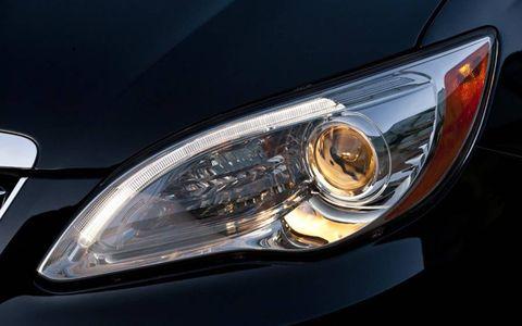 Automotive design, Automotive lighting, Automotive exterior, Headlamp, Automotive parking light, Car, Hood, Grille, Amber, Light,