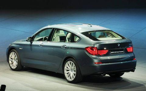 Tire, Wheel, Mode of transport, Automotive design, Vehicle, Automotive tire, Transport, Automotive lighting, Rim, Car,