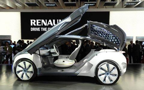 Wheel, Tire, Automotive design, Vehicle, Event, Vehicle door, Concept car, Car, Auto show, Alloy wheel,