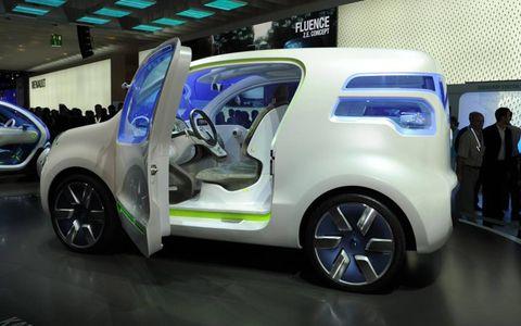 Motor vehicle, Automotive design, Vehicle, Land vehicle, Car, Alloy wheel, Automotive tire, Automotive wheel system, Fender, Auto show,