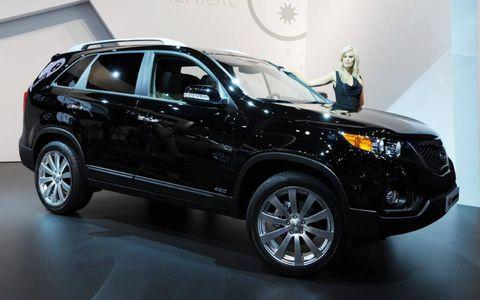 Tire, Wheel, Motor vehicle, Automotive design, Product, Automotive tire, Vehicle, Land vehicle, Glass, Car,