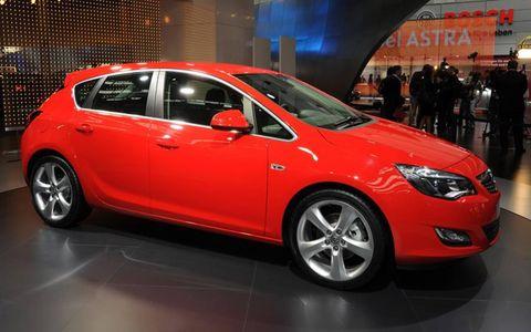 Tire, Motor vehicle, Wheel, Automotive design, Vehicle, Land vehicle, Car, Automotive tire, Hatchback, Red,