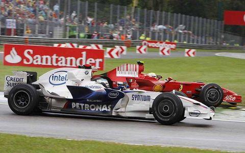 Felipe Massa, Ferrari F2008, 6th position, races Nick Heidfeld, BMW Sauber F1.08, 5th position