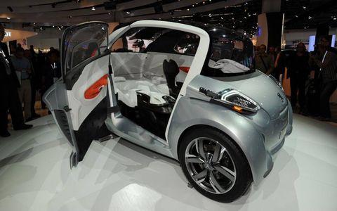 Tire, Motor vehicle, Wheel, Automotive design, Event, Vehicle, Auto show, Car, Exhibition, Concept car,