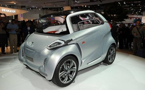 Motor vehicle, Tire, Wheel, Automotive design, Vehicle, Event, Car, Auto show, Exhibition, Fender,