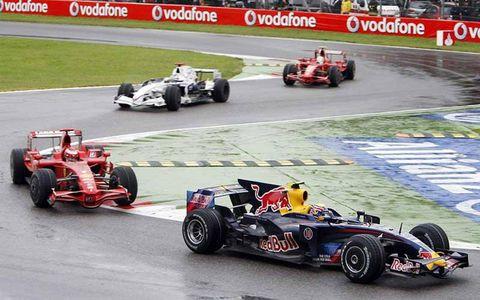 Mark Webber, Red Bull Racing RB4 Renault, 8th position, leads Kimi Raikkonen, Ferrari F2008, 9th position, Nick Heidfeld, BMW Sauber F1.08, 5th position, and Felipe Massa, Ferrari F2008, 6th position.