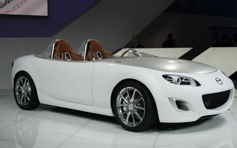 Mode of transport, Automotive design, Vehicle, Car, Automotive wheel system, Automotive lighting, Alloy wheel, Fender, Automotive exterior, Personal luxury car,