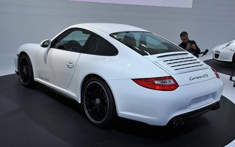 Tire, Wheel, Automotive design, Vehicle, Land vehicle, Car, Rim, Performance car, Alloy wheel, Fender,