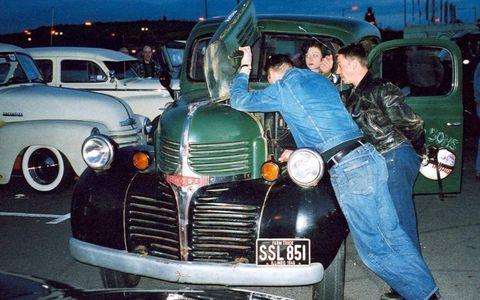 Motor vehicle, Automotive design, Mode of transport, Vehicle, Land vehicle, Grille, Headlamp, Fender, Classic car, Classic,
