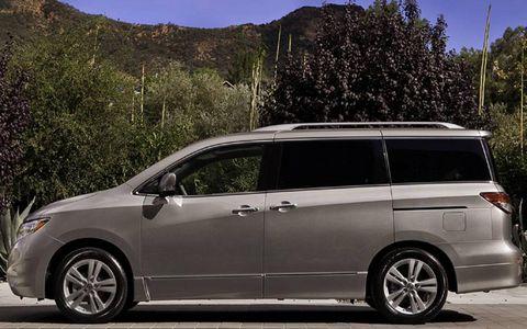 Tire, Automotive mirror, Mode of transport, Vehicle, Transport, Glass, Automotive design, Rim, Car, Alloy wheel,