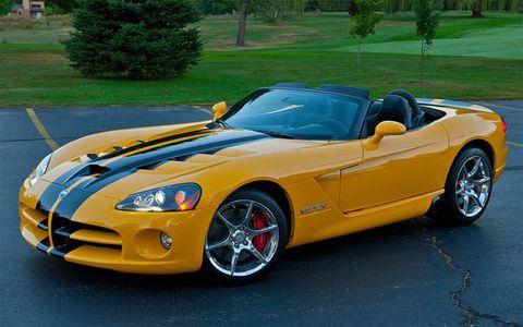 Tire, Automotive design, Mode of transport, Vehicle, Performance car, Hood, Car, Rim, Automotive mirror, Fender,