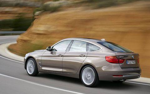 Tire, Wheel, Mode of transport, Automotive design, Vehicle, Automotive tire, Alloy wheel, Road, Rim, Car,