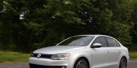The 2013 Volkswagen Jetta GLI Autobahn receives and EPA-estimated 26 mpg combined fuel economy.