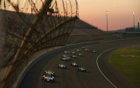 2012 IndyCar Fontana: Takuma Sato leads a pack