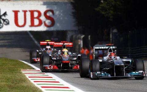 Autodromo Nazionale di Monza, Monza, Italy: Michael Schumacher, Mercedes leads Lewis Hamilton, McLaren and Jenson Button.