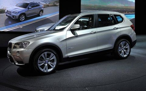 Tire, Wheel, Automotive design, Automotive tire, Alloy wheel, Vehicle, Land vehicle, Product, Spoke, Rim,