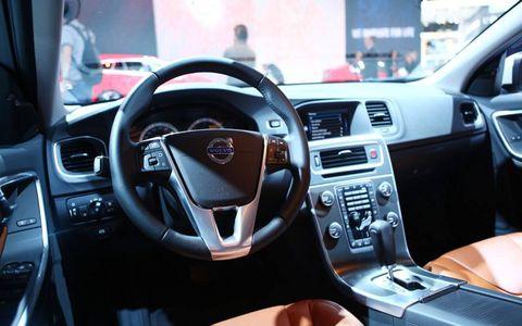 Steering part, Automotive design, Steering wheel, Brown, Automotive mirror, Vehicle audio, Center console, Car, Technology, Radio,