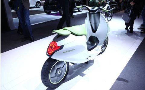 Paris Auto Show: Smart escooter