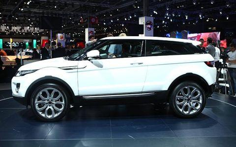 Tire, Wheel, Automotive design, Vehicle, Land vehicle, Spoke, Alloy wheel, Car, Rim, Automotive tire,