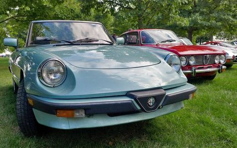 On the left, an Alfa Romeo Spider Veloce; on the right, an Alfa Romeo GT..