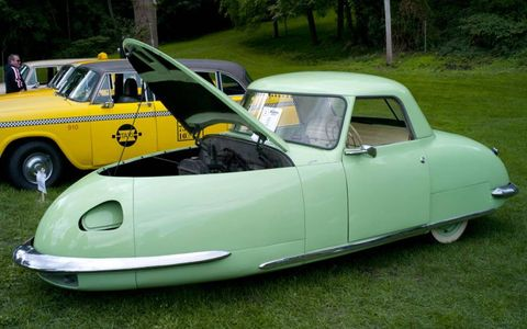 1948 Davis Divan three-wheeler.