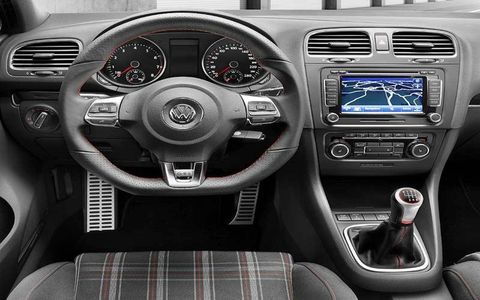 Motor vehicle, Steering part, Mode of transport, Automotive design, Product, Steering wheel, Vehicle, Transport, Center console, Car,