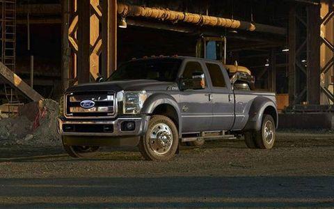 Motor vehicle, Tire, Wheel, Automotive tire, Automotive design, Transport, Vehicle, Automotive parking light, Pickup truck, Rim,