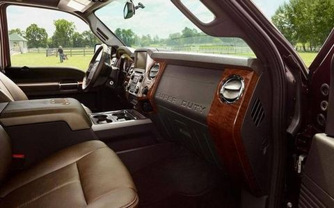 Motor vehicle, Mode of transport, Steering wheel, Transport, Steering part, Vehicle door, Car seat, Car seat cover, Fixture, Windshield,
