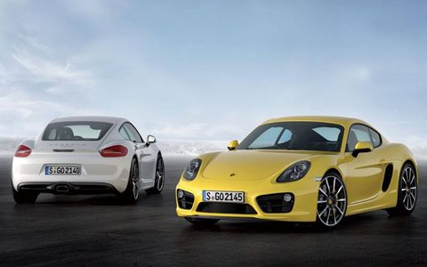 The 2014 Porsche Cayman features a 2.7-liter H6 engine with a six-speed manual transmission.