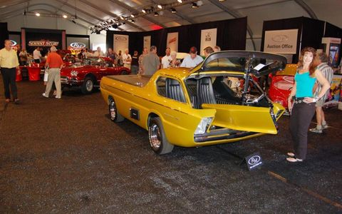 The Dodge Deora concept was a feature item.