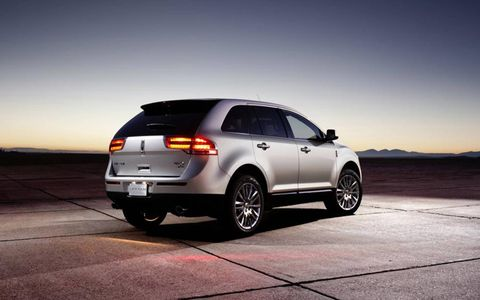 Tire, Wheel, Automotive design, Automotive tire, Vehicle, Land vehicle, Alloy wheel, Rim, Car, Automotive tail & brake light,