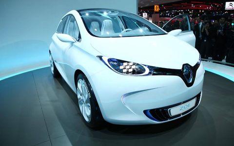 Motor vehicle, Automotive design, Mode of transport, Vehicle, Transport, Land vehicle, Event, Automotive mirror, Car, Automotive wheel system,
