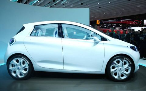 Tire, Wheel, Motor vehicle, Automotive design, Mode of transport, Vehicle, Automotive wheel system, Alloy wheel, Automotive mirror, Car,