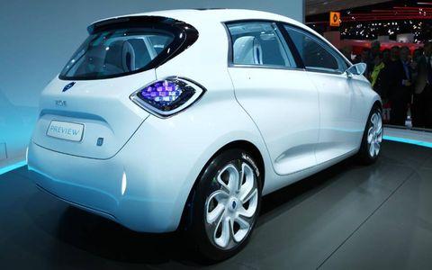 Motor vehicle, Tire, Wheel, Automotive design, Mode of transport, Vehicle, Land vehicle, Car, Hatchback, Automotive wheel system,