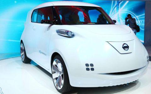 Motor vehicle, Automotive mirror, Mode of transport, Automotive design, Vehicle, Land vehicle, Automotive exterior, Transport, Car, Vehicle door,