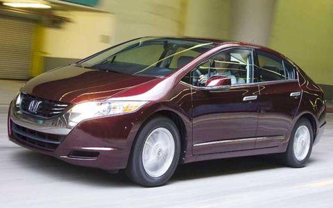 Mode of transport, Automotive design, Transport, Vehicle, Car, Automotive mirror, Glass, Vehicle door, Mid-size car, Technology,