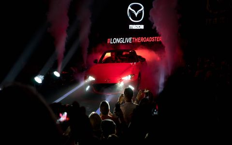 Automotive design, Logo, Darkness, Magenta, Luxury vehicle, Performance car, Audience, Graphics, Brand, Race car,