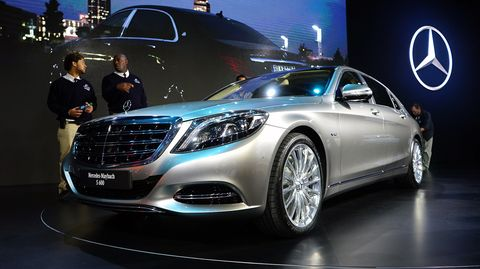 Mode of transport, Automotive design, Vehicle, Land vehicle, Transport, Event, Car, Automotive lighting, Grille, Personal luxury car,