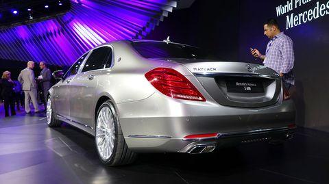 Automotive design, Vehicle, Car, Personal luxury car, Mercedes-benz, Automotive lighting, Mid-size car, Luxury vehicle, Alloy wheel, Executive car,