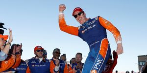 Scott Dixon finished second Sunday to secure his fifth IndyCar title.