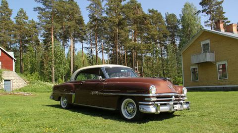 This 1953 Chrysler New Yorker Deluxe Newport coupe features a 331-cubic-inch FirePower Hemi V8 and more luxury than every Volvo PV444 in Scandinavia in 1953, combined.