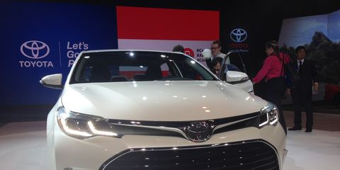 Toyota unveiled a refreshed 2016 Toyota Avalon premium mid-sized sedan at the Chicago Auto Show.
