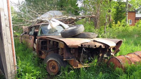 Wandering around the back streets of Fränsta, I found the remnants of a long-forgotten early-60s Chrysler or Desoto.