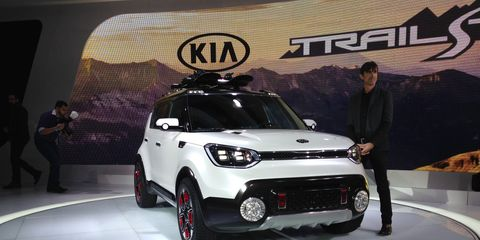 The Trail'ster, shown at the 2015 Chicago Auto Show, has LED trail lights on top, K900-style projectors in front and big round fog lights underneath. The taillights are LEDs as well.