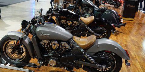 Tire, Motorcycle, Wheel, Motor vehicle, Fuel tank, Automotive design, Mode of transport, Automotive tire, Vehicle, Land vehicle,