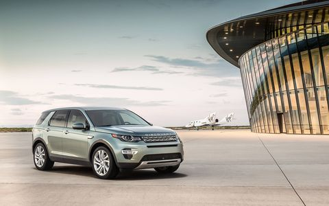 The Discovery Sport comes with a new multilink rear suspension, a Haldex all-wheel drive system and a long-travel suspension for greater articulation.