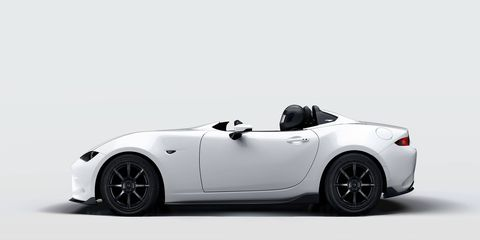 Pictured above is the Mazda MX-5 Speedster Evolution concept.