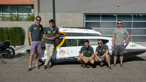 The Eindhoven University electric car team. Team leader Hoefsloot is second from left.