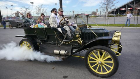 Stanley Steamer with full compliment of crew leaves on the 2014 Horseless Carriage Club Holiday Excursion.